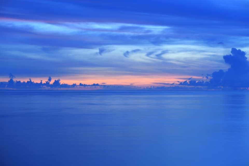 小笠原のウェザーステーションからの夕日